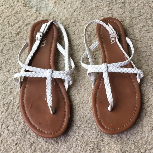 701bed8973f9e NWT Strappy sandals